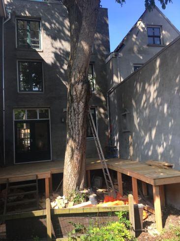 Bouw van een houten vlonder